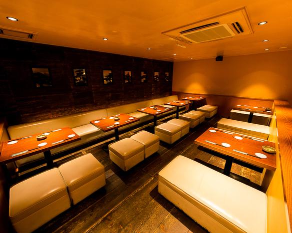 団体様、宴会に最適!2階のロフトスペースは28名様まで。