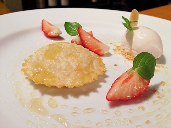 ◆サルデーニャの伝統揚げ菓子セアダス ミルトのジェラート添え