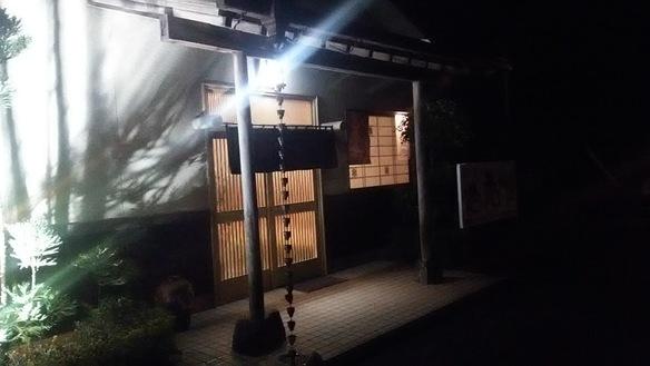 店舗をライトアップしてみました。