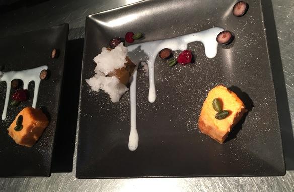 巨峰とスプマンテのジュレ寄せとパプリカのチーズケーキ