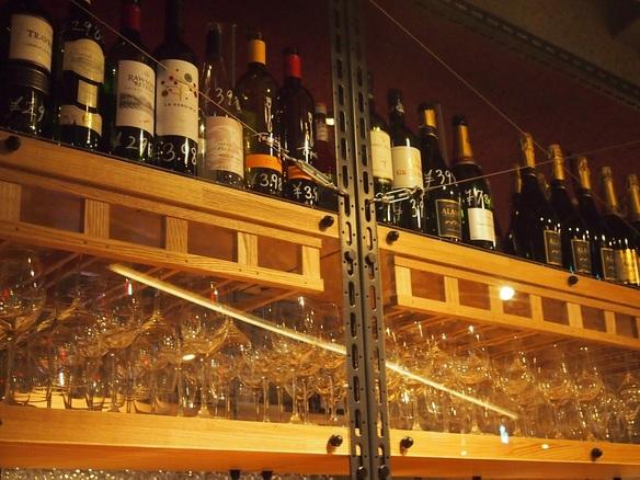 今日はどのワインを飲みますか?ワイン以外にもワインを使ったカクテルやビール、ハイボール、梅酒などもご用意しています♥