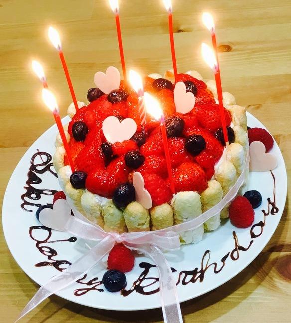 誕生日ケーキプレート♡中は濃厚なチョコレートスポンジ&チョコ生クリーム、ラズベリーのガナッシュ、いちごです(o^^o)♪