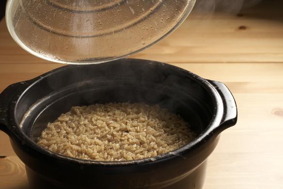 土釜で炊くさとうきびごはん