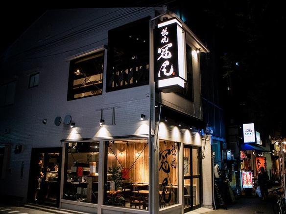 赤坂駅より徒歩3分、角地のガラス張りのお店です!