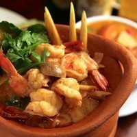 """タイ料理はアーユルヴェーダの流れを汲んだお料理。体内改善効果のある香辛料や、リラックス効果のあるハーブ類をふんだんに使った料理で、体の中から綺麗になれるお料理です。そんなタイ料理で""""カラダもココロもHappy""""に!"""