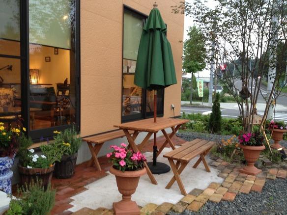お天気の良い日は、ガーデンカフェはいかが(#^.^#)
