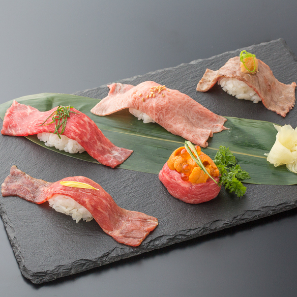 寿司5種盛り合わせ(とろ/赤身/炙り/漬け/軍艦)です。