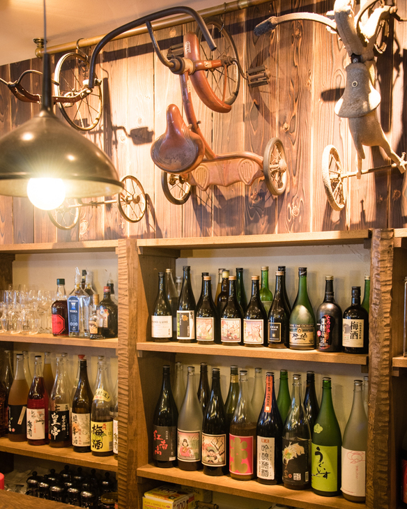 カウンターにはずらりと並ぶ梅酒たち 50種類以上あります!