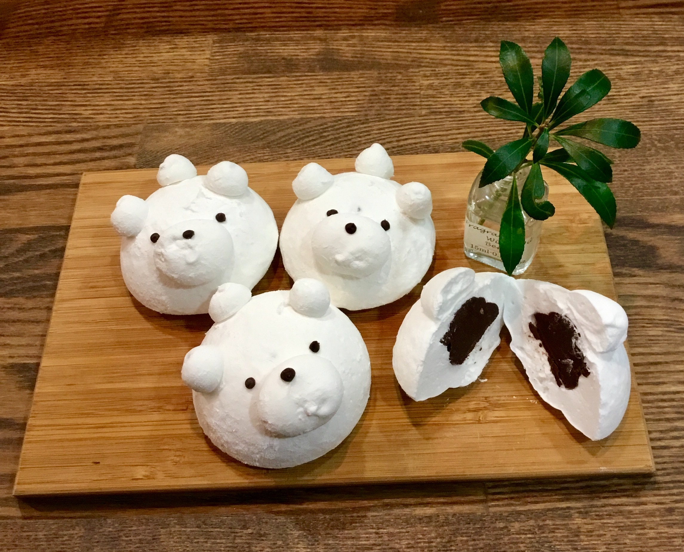 ほんのりバニラ香るマシュマロ生地にチョコレートのガナッシュを入れた白クマのマシュマロ♡(バレンタインデー&ホワイトデー限定)
