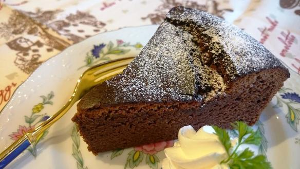 ポンテの手作りケーキ、冬季限定のガトーショコラです(#^^#)
