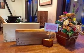 カッティングボード色々、カンナ削り花アレンジフラワー入荷しました!とーっても素敵なのにリーズナブルです( ◠‿◠ )