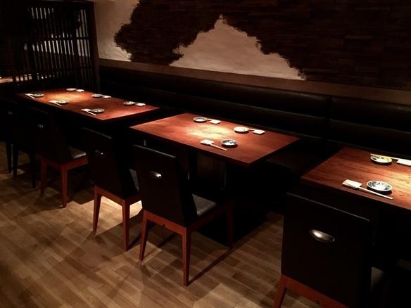B1F・テーブル禁煙席 2〜14名様・着席団体24名様まで可。