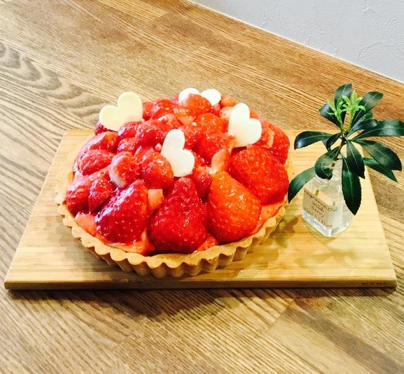サプライズケーキ&誕生日ケーキについて٩( ᐛ )و  ご予約注文は 生地の製造やフルーツの仕入れの都合上 一週間前にお願いしますm(_ _)m