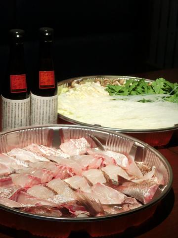 鯛丸ごと一匹、ちり鍋セット。おゝ浜のポン酢2本付き。 (尼崎市ふるさと納税の記念品としてご提供しております。)