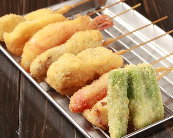 ◆串カツ 大阪のB級グルメの代表「串カツ」!! 当店のソースは他では味わえないオリジナルブレンド。美味しくても、モチロン二度漬け禁止です。