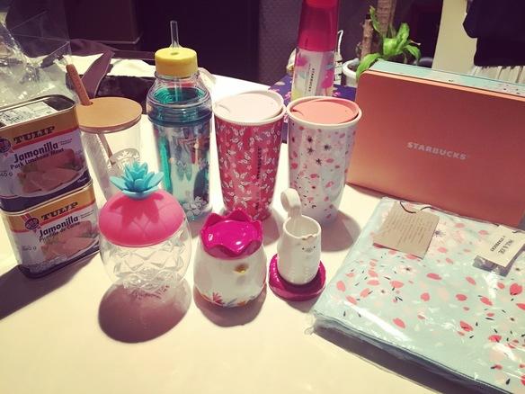 昨日いつも飲んでたスタバ桜グラスが割れてシクシクしてたら、なんと台湾スタバ!!ありがとうございます♥️