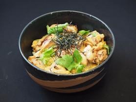 炙り照り焼きの親子丼御膳 780円