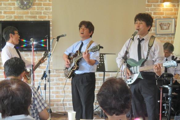5/14 越生音楽会のゲストは、ビートルズのコピーバンド♪ザビトルズ♪さん。懐かしい歌を楽しく歌ってくれました。
