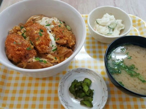 かきフライ丼(6月~10月)