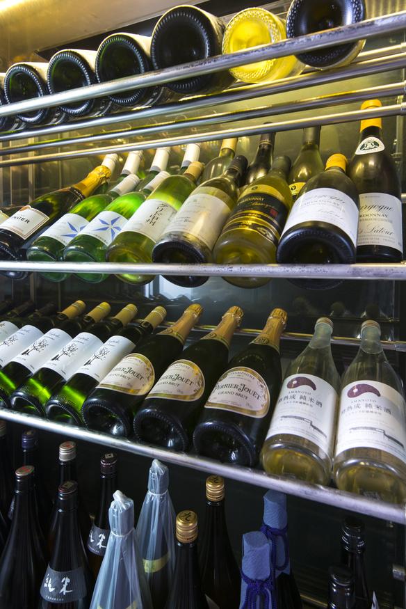 国産を中心に豊富なラインナップのワインと日本酒