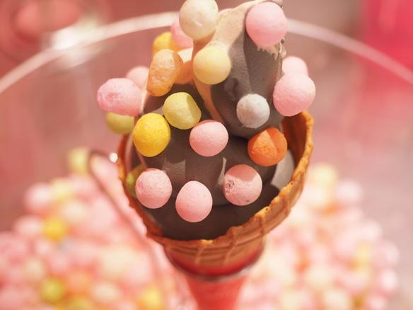 ソフトクリームの上にたっぷりとのったカラフルなおいりが目立つ可愛らしいソフトクリーム!ご注文頂いてからおいりを丁寧にトッピングします!