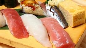 マグロは本マグロ、旬の魚を本格江戸前寿司にて1貫100円から!