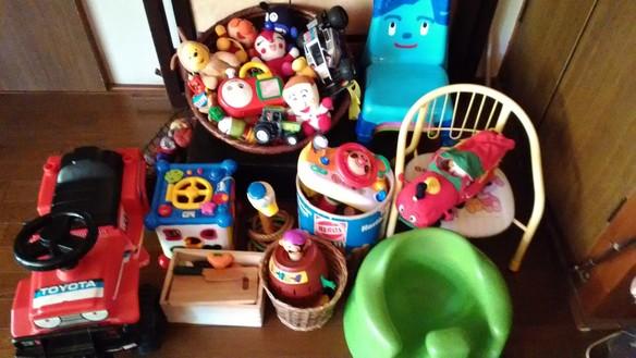 お子様連れも大歓迎!たくさんのおもちゃや絵本、こども用の椅子(バンボチェアも)もございます!