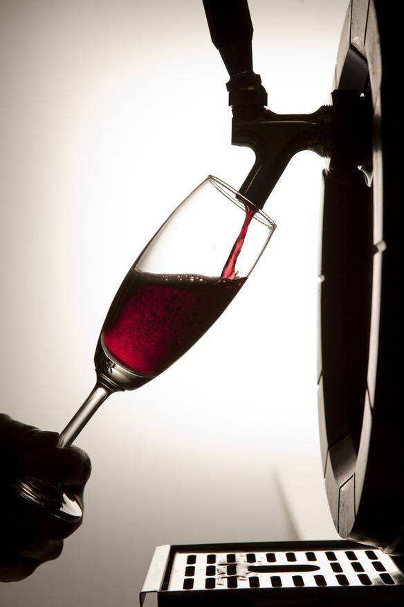 【現地樽詰めワイン】 樽生ドラフトワイン「赤泡」 ジラモンド