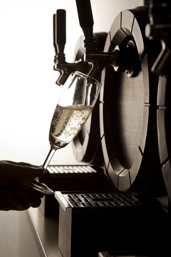 【現地樽詰めワイン】 樽生ドラフトワイン「白泡」 プロドライ