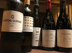 自然派ワインを中心に世界各国のワインとエスニック料理を合わせて