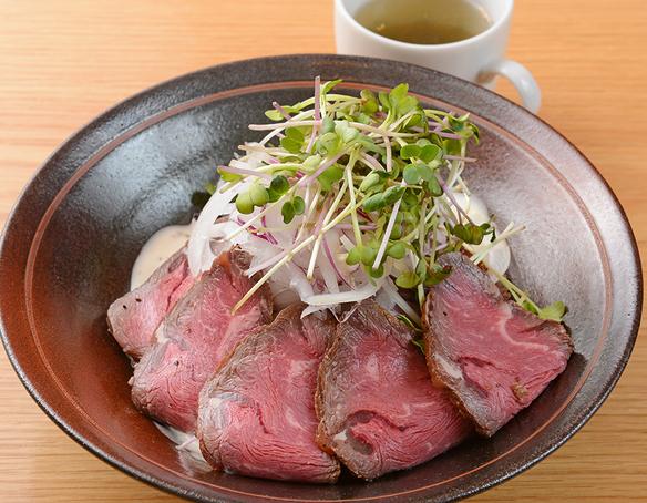 お昼の定食<ローストビーフ丼>