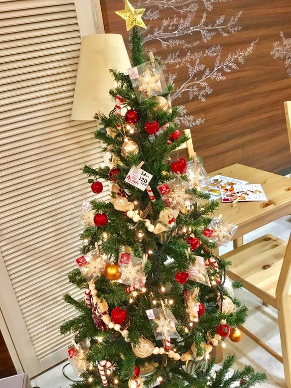 """今年もクリスマスツリーに雪型クッキー飾ってみましたヾ(๑ㆁᗜㆁ๑)ノ"""""""