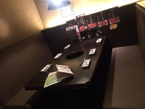 6名掛けのテーブル席