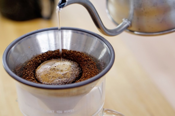 会員様は丁寧にハンドドリップされたコーヒーを、いつでも、何杯でも無料で楽しんでいただけます。