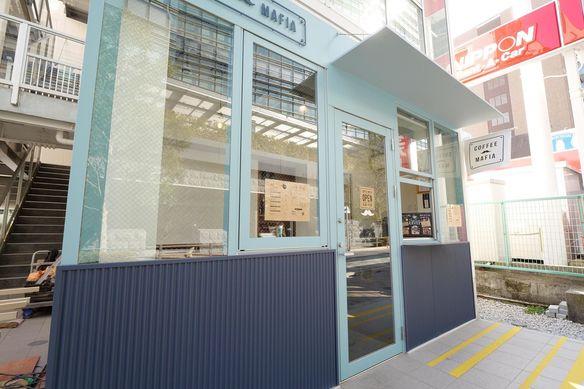 お店は飯田橋駅から徒歩3分、サクラテラスの目の前にあります。