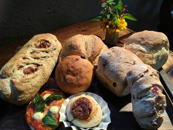 天然酵母、国産小麦、長時間発酵のパンです!