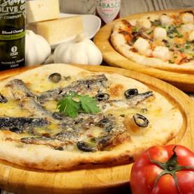 一番人気は毎日生地から作り注文の後に伸ばす自家製のピザ!