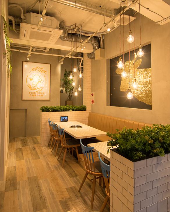 Cafeをイメージした明るく開放的な店内②