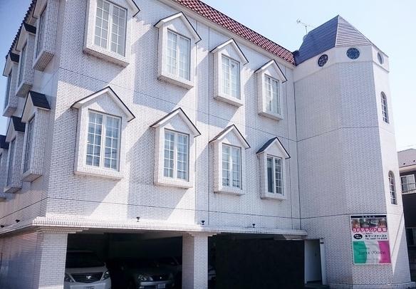 那須高原のふもとの町で白い洋風の館の2階でルナマーレはお客様をお待ちしております!!