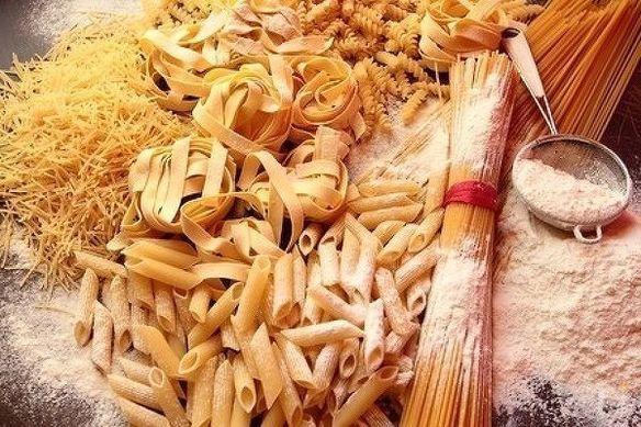 当店のディナータイムはパスタの麺を選ぶところから始まります!!同じ価格で8種類からお選び下さい!!お好みの組み合わせをぜひ見つけてください!!