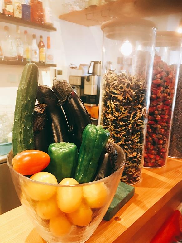 お店の目の前の畑で採れた新鮮な夏野菜♫