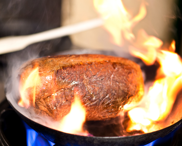 【妥協無しのお肉!!】旨み凝縮のローストビーフや低温調理でジューシーな仕上がりのローストポークなど♪