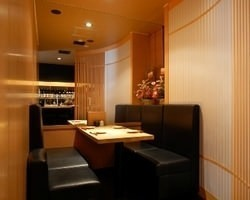 半個室タイプのお席。落ち着いた雰囲気はゆったりとお食事の時間を楽しめます。
