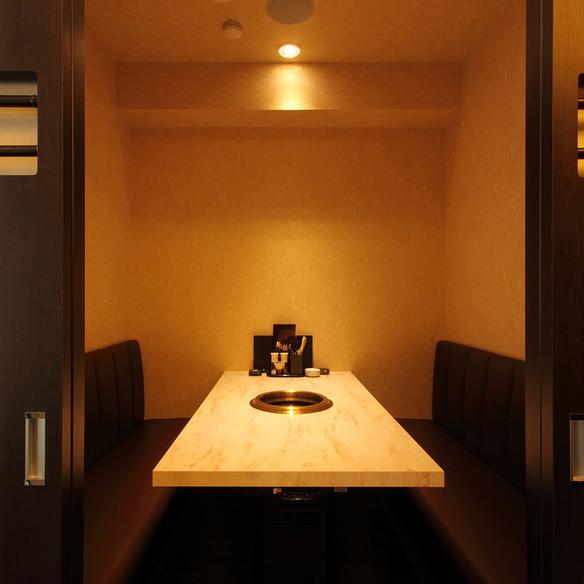 【1F】焼肉店のイメージを覆す上質個室空間 4名様〜6名様