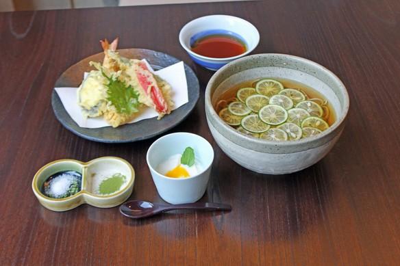 【夏季限定】すだちそば(温・冷)と夏野菜の天ぷら (税別1,700円)