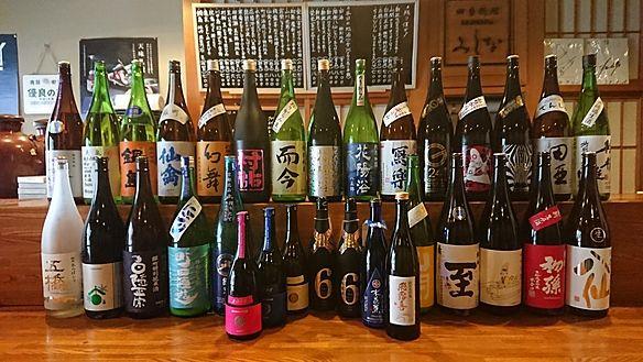 全国の地酒を取り揃えております。一合売りと半額のグラス売りがございます。月に2~3回お酒の入れ替えをしております。