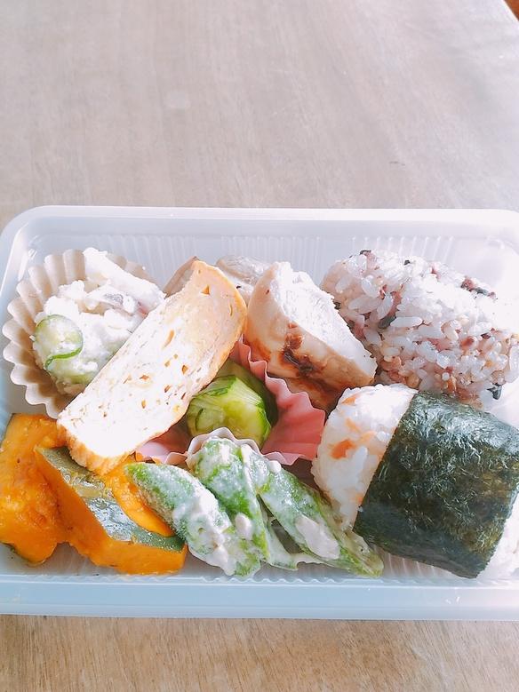 10月から毎週水木金に三島の白滝公園向かいの街中カフェさんでお弁当を販売させていただいてます!こちらもよろしくお願い致します!