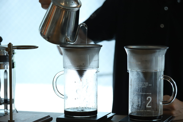 10月よりPour Overのメニューも導入 厳選した豆をご用意しています。ゆったりとしたコーヒータイムをお楽しみいただけます