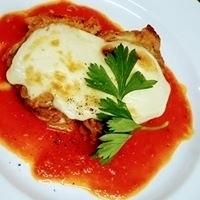 国産若鶏とモッツァレラのオーブン焼き!!とろっとチーズが自家製トマトソースに相性抜群!!