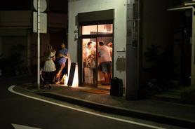 石川町から徒歩6分 閑静な住宅地にある小さなワインバル